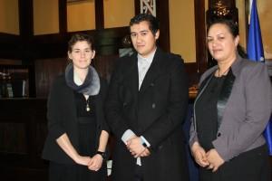 Te Whirinaki a te Kiingi with scholarship recipients Rebecca Marriott (Ngaati Mahuta, Ngaati Paaoa) and Saska Hayes (Ngaati Awa, Ngaati Raukawa)